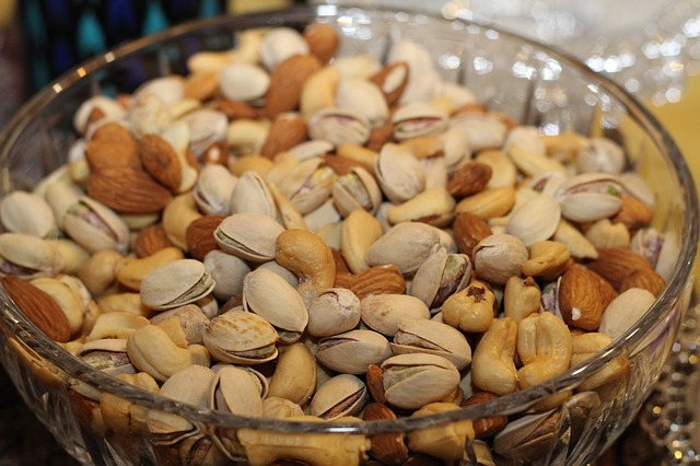 Nuts, nuts that help reduce inflammation, fertility boosting foods, fertility foods for women