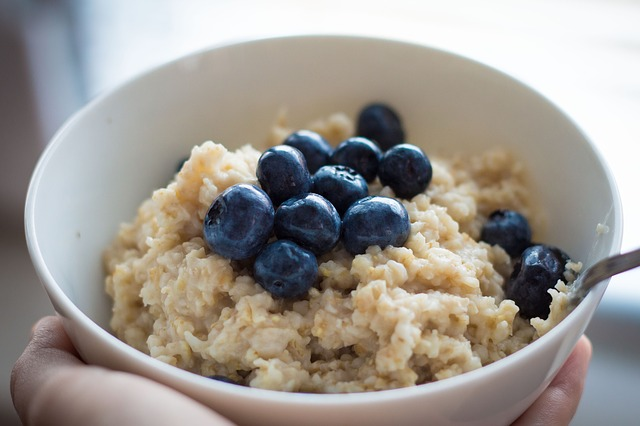 Oatmeal, oatmeal reduces stress, fertility boosting foods, fertility foods for women